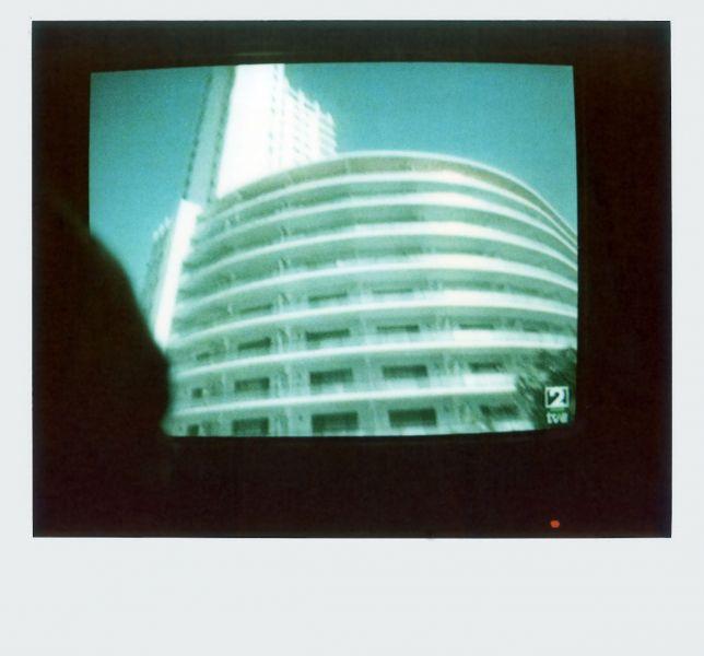 Magnolia Soto. Apuntes sobre el consumo de imágenes de paisaje 2. 2001. Polaroid. 8,8 X 10,7cm.
