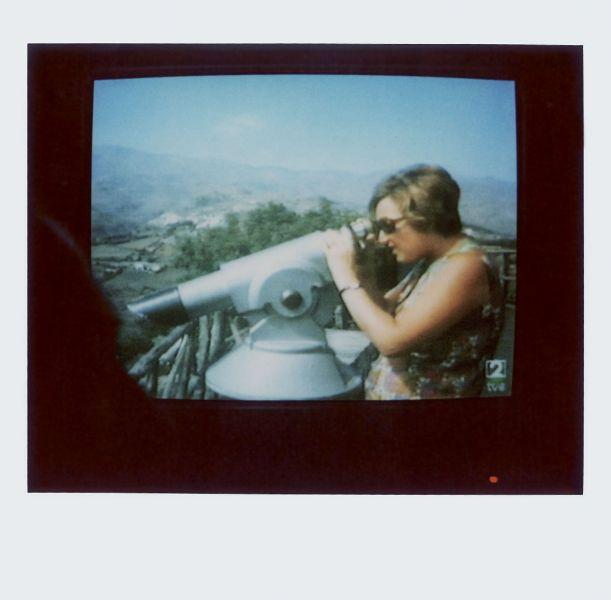 Magnolia Soto. Apuntes sobre el consumo de imágenes de paisaje 6. 2001. Polaroid. 8,8 X 10,7cm.