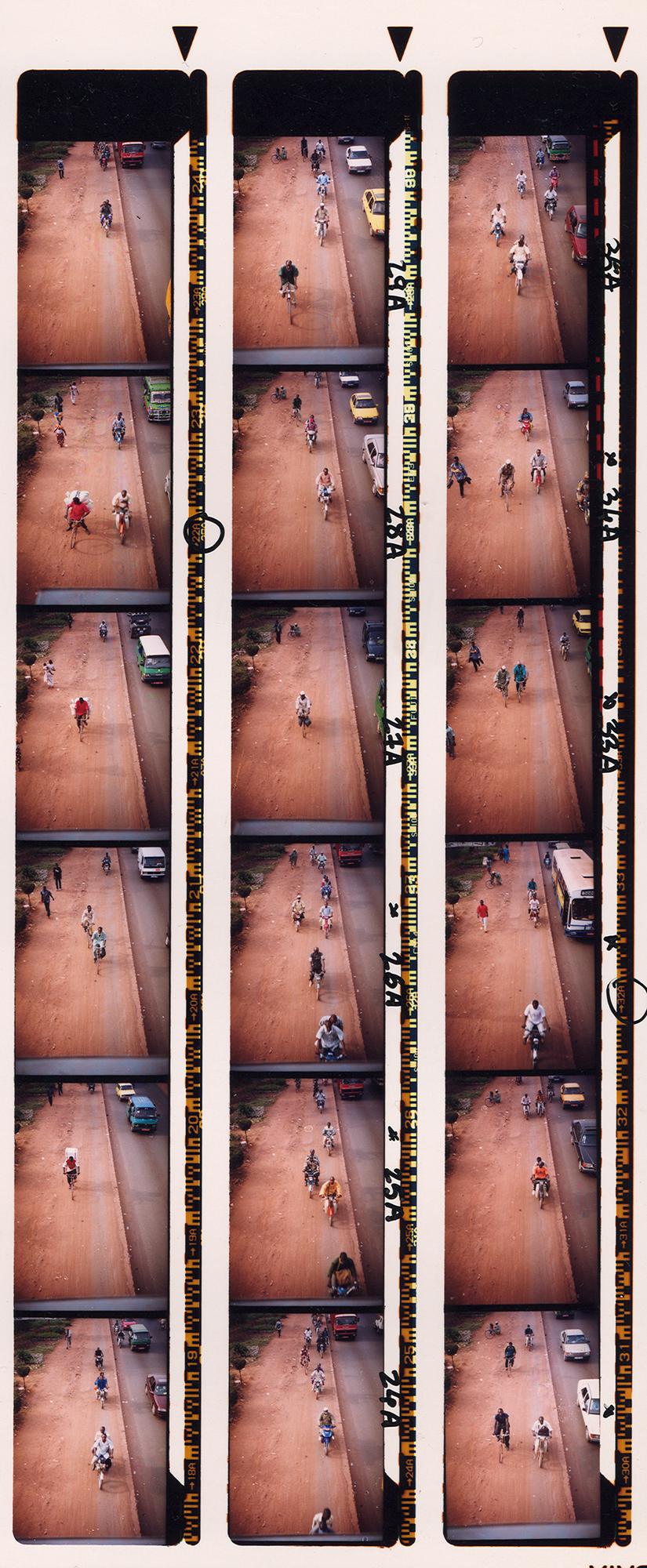 Magnolia Soto. Serie Bamako sur le pont, 2005. Hoja de contacto 3. Fotografía.
