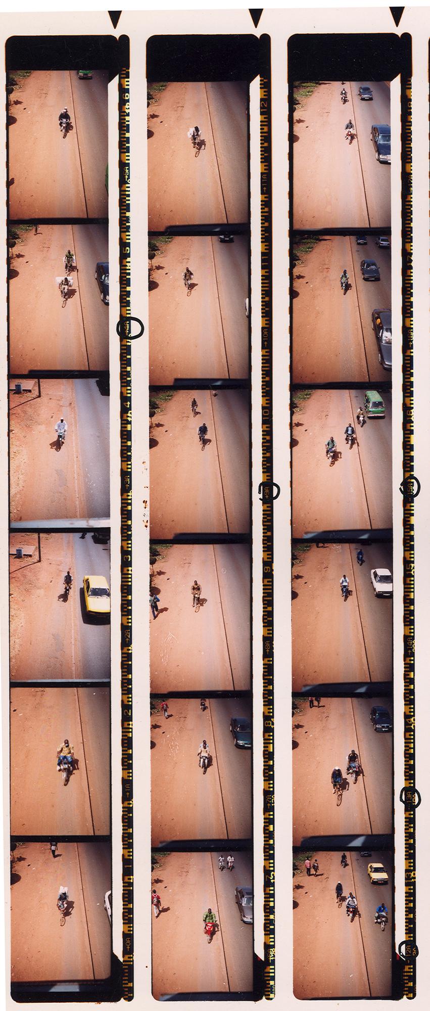 Magnolia Soto. Serie Bamako sur le pont, 2005. Hoja de contacto 2. Fotografía.