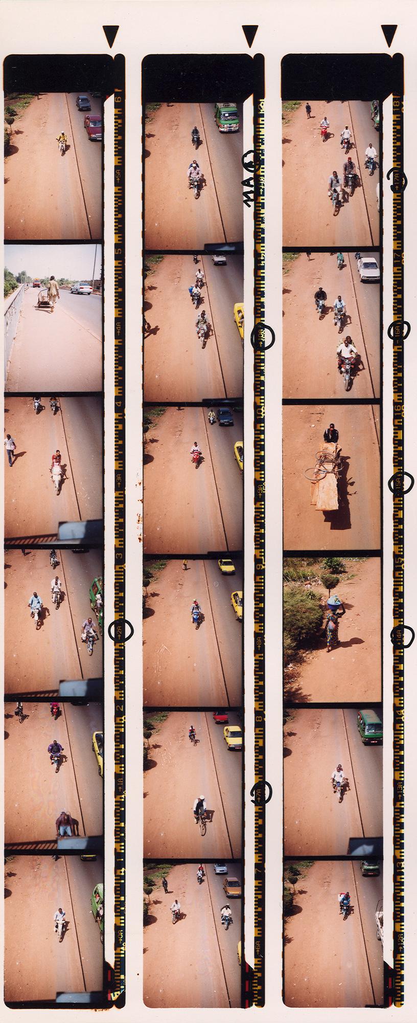 Magnolia Soto. Serie Bamako sur le pont, 2005. Hoja de contacto 8. Fotografía.