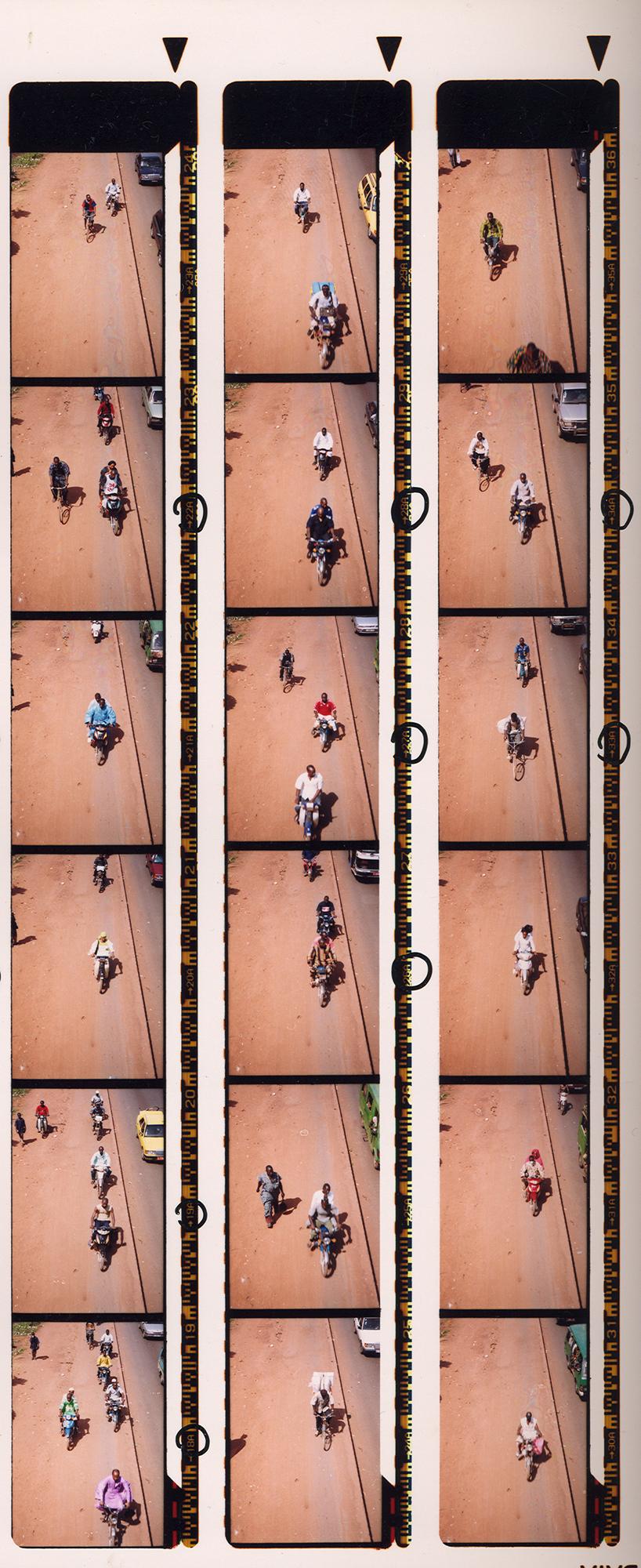 Magnolia Soto. Serie Bamako sur le pont, 2005. Hoja de contacto 7. Fotografía.
