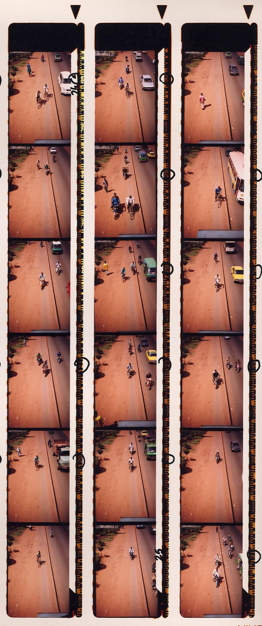 Magnolia Soto. Serie Bamako sur le pont, 2005. Hoja de contacto 6. Fotografía.