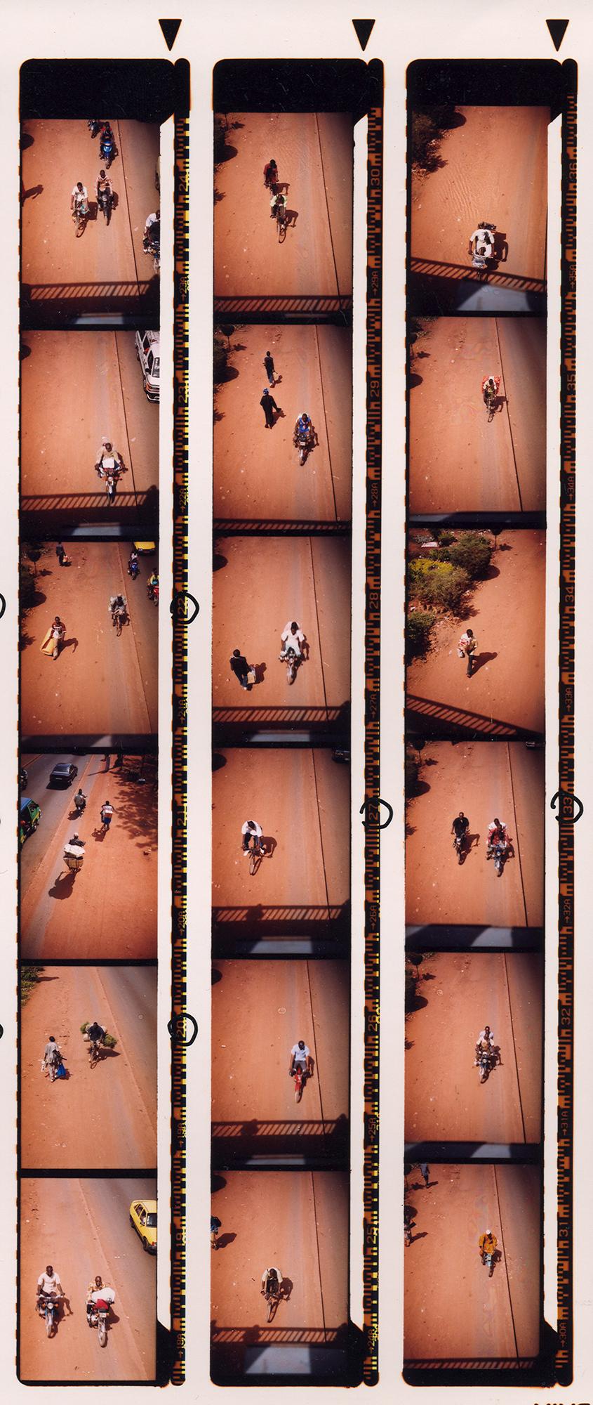 Magnolia Soto. Bamako, hoja de contacto 1. Fotografía. 2005