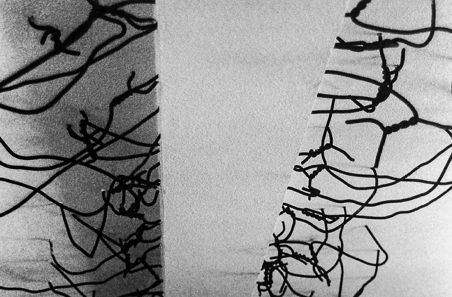 Magnolia Soto. Cosido. 1999. Hierro en viga y techo. Medidas variables. (detalle 2)