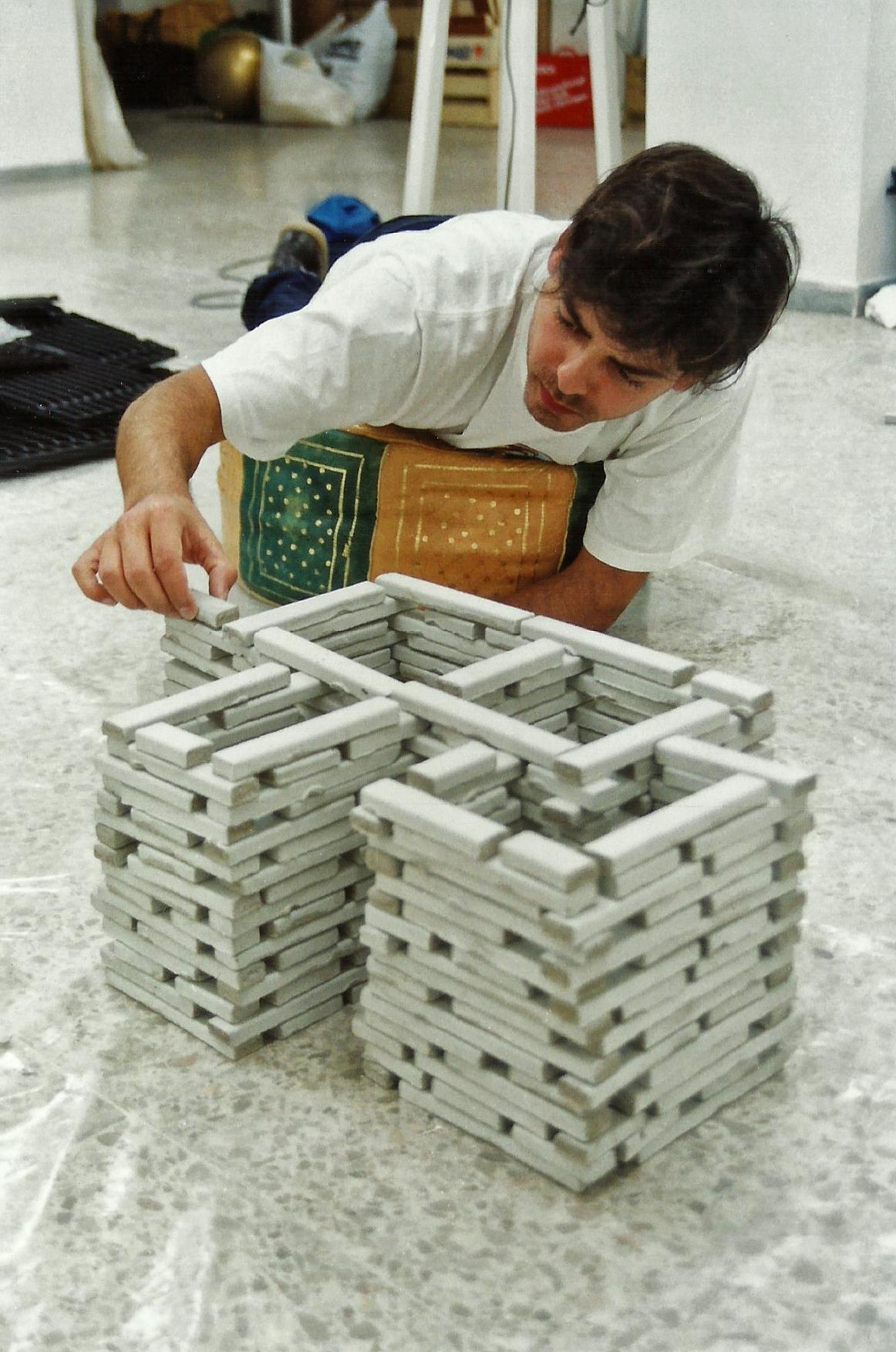Magnolia Soto. Bloques. 1999. Mortero de cemento. Medidas variables. (detalle 2)